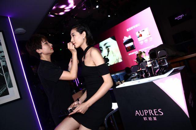 欧珀莱彩妆咨询师(AMA)团队现场演绎+1℃彩妆