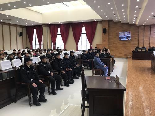 大关县首例涉恶案5名被告人庭审现场1